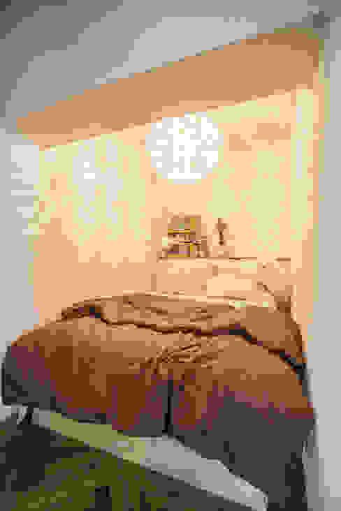 S邸-四つの窓ごとにシーンが切り替わる モダンスタイルの寝室 の 株式会社ブルースタジオ モダン