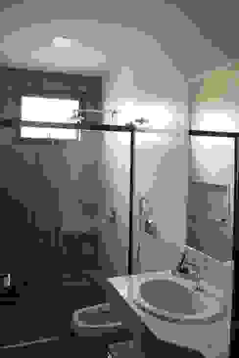 Baños de estilo  por Pz arquitetura e engenharia