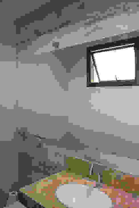 Bathroom by Pz arquitetura e engenharia