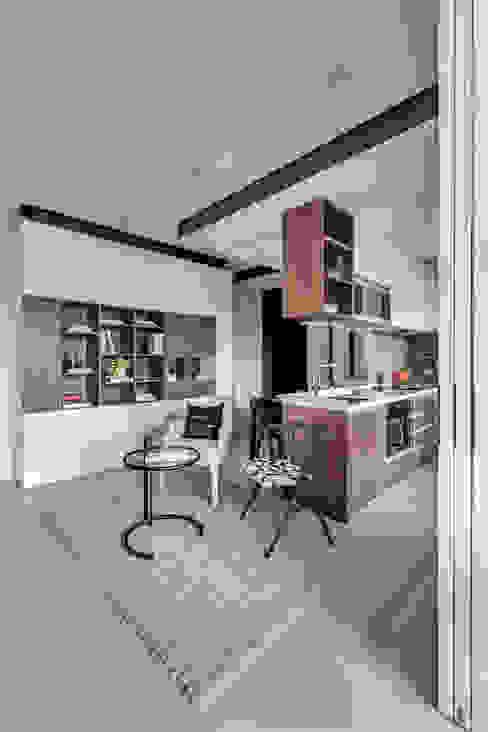 Ruang Keluarga oleh 爾聲空間設計有限公司, Modern