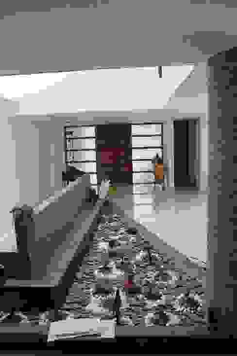Corredores, halls e escadas modernos por Le.tengo Arquitectos Moderno