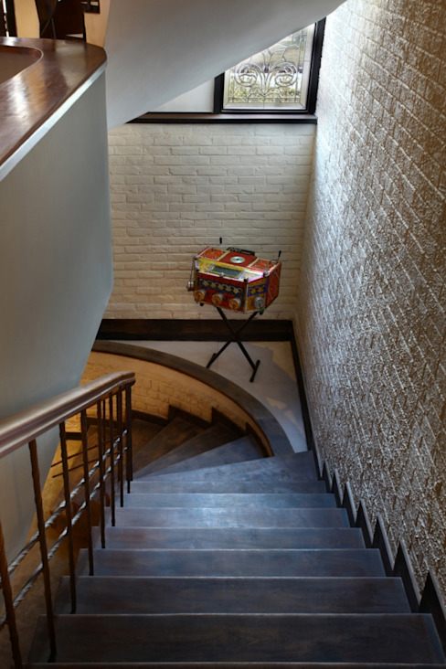 Staircase Eclectic style corridor, hallway & stairs by groupDCA Eclectic