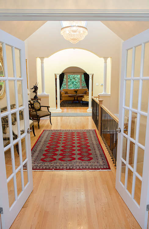 Rockcliffe Renovations Colonial style corridor, hallway& stairs by Jane Thompson Architect Colonial Wood Wood effect