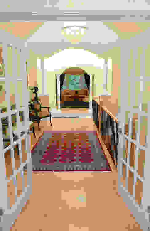 Rockcliffe Renovations:  Corridor & hallway by Jane Thompson Architect
