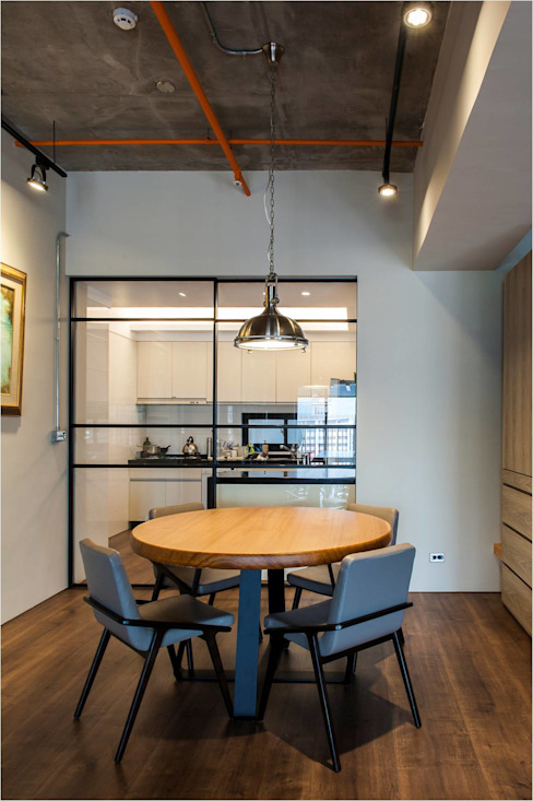 Industrial style dining room by 木皆空間設計 Industrial