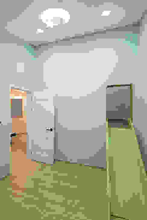 Phòng trẻ em phong cách hiện đại bởi homify Hiện đại
