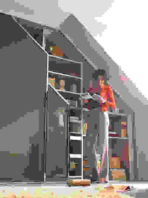 Phòng học/văn phòng phong cách hiện đại bởi CABINET Hiện đại
