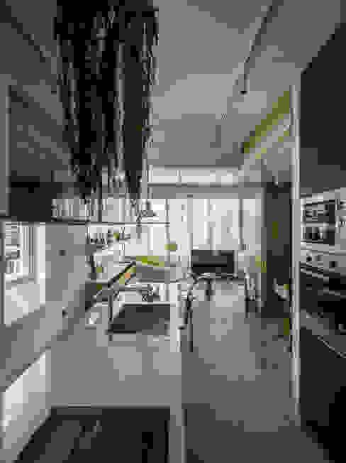 Kitchen + Living Room Modern Kitchen by 鄭士傑室內設計 Modern