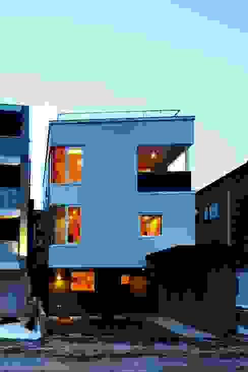 Casas modernas por 富谷洋介建築設計 Moderno