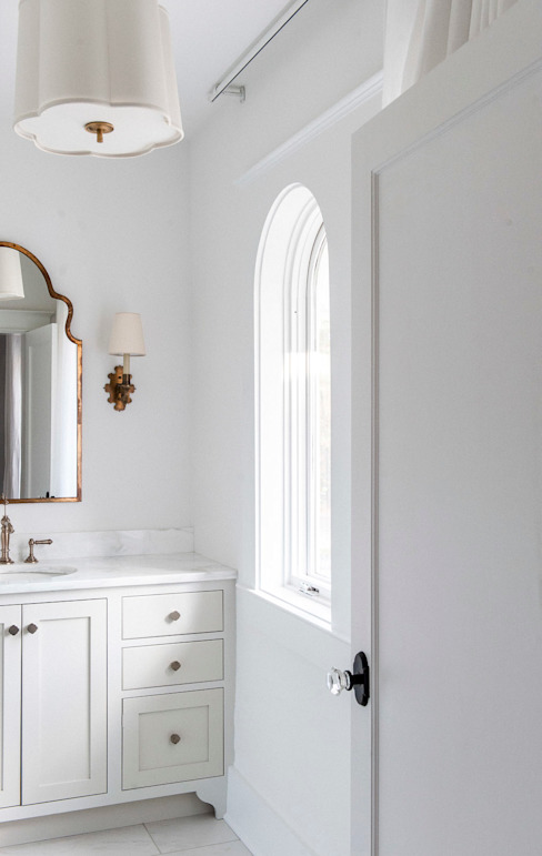 Colonial style bathroom by Christopher Architecture & Interiors Colonial