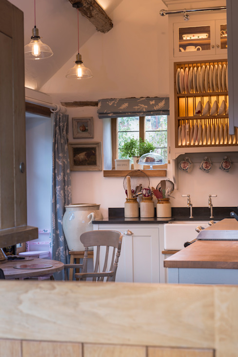 A cotswold dream Classic style kitchen by Auspicious Furniture Classic