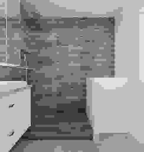 Phòng tắm phong cách hiện đại bởi Ale design Grzegorz Grzywacz Hiện đại
