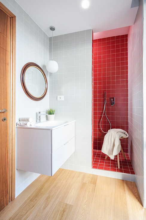 Minimalist bathroom by OKS ARCHITETTI Minimalist
