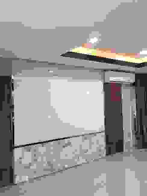 Paesaggio d'interni in stile  di สายรุ้งรีโนเวท