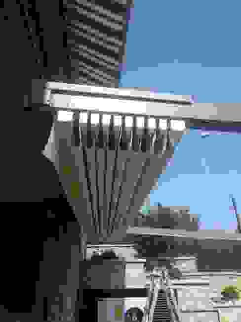 Jardines modernos: Ideas, imágenes y decoración de zinesi design Moderno Hierro/Acero