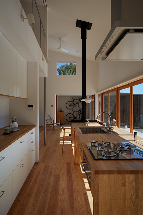 Modern style kitchen by toki Architect design office Modern Wood Wood effect