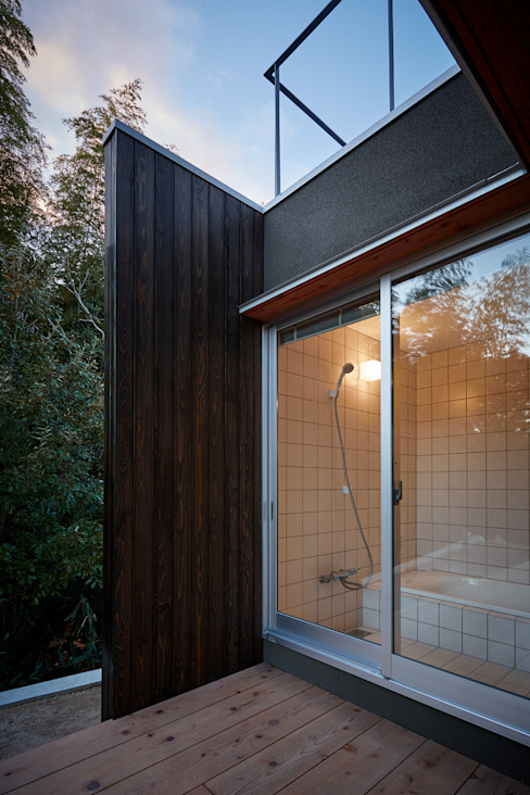 Bathroom by toki Architect design office
