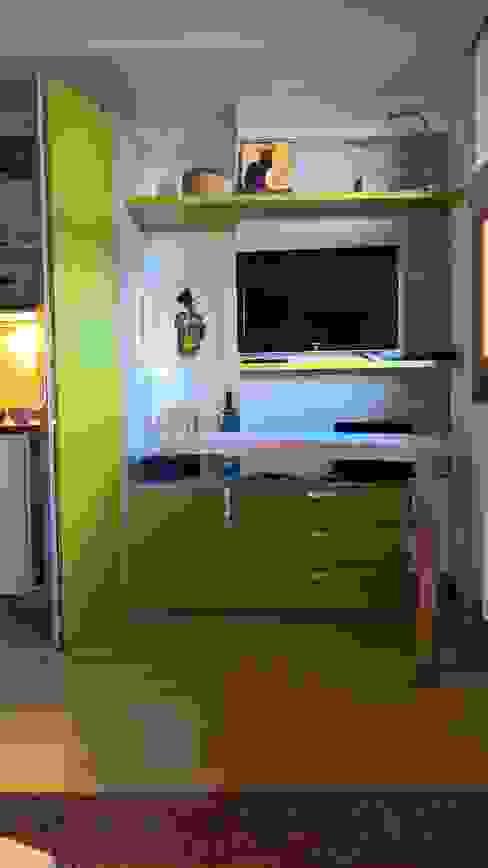 Moderne woonkamers van GIRANINTERNI Modern