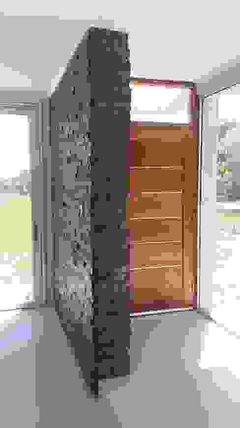 Salas de estilo minimalista de homify Minimalista Madera Acabado en madera