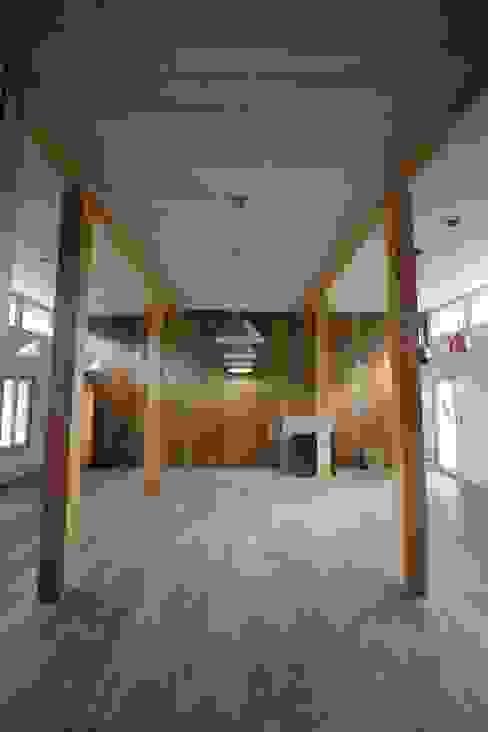 Casa Hott Comedores de estilo rural de homify Rural Madera Acabado en madera