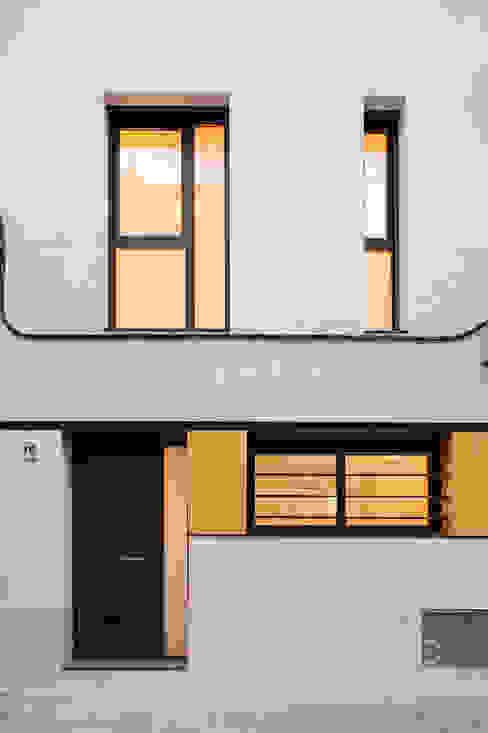 Casas modernas: Ideas, imágenes y decoración de Càmara·Bonastre Moderno
