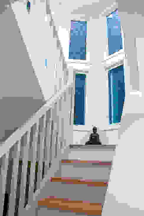 ห้องโถงทางเดินและบันไดสมัยใหม่ โดย Solares Architecture โมเดิร์น
