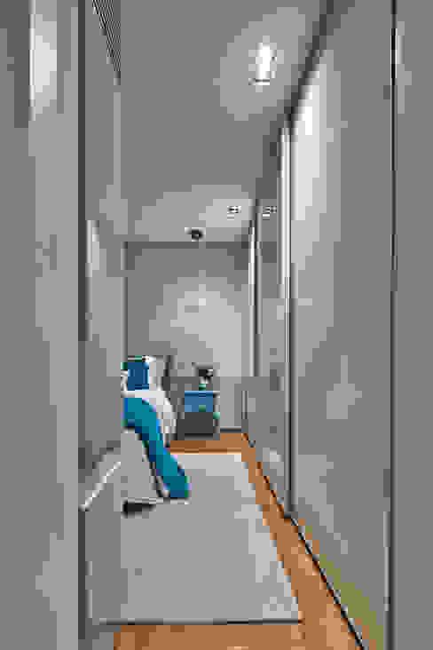 من Alessandra Contigli Arquitetura e Interiores حداثي