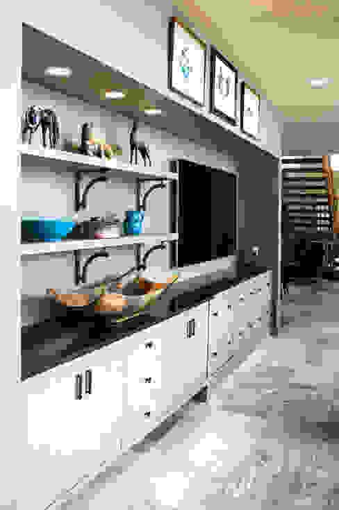 Salas multimedia de estilo moderno de Unit 7 Architecture Moderno