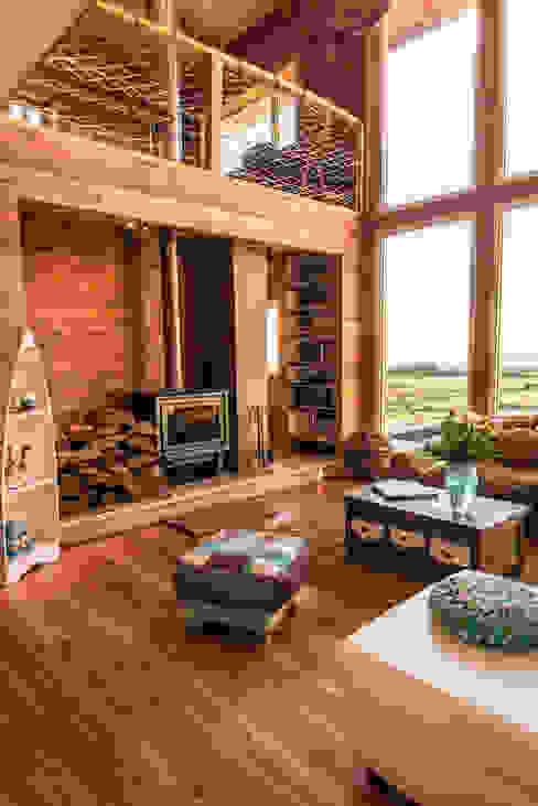 Revestimientos interiores en madera de Almazan Arquitectura y Construcción Rústico Madera Acabado en madera