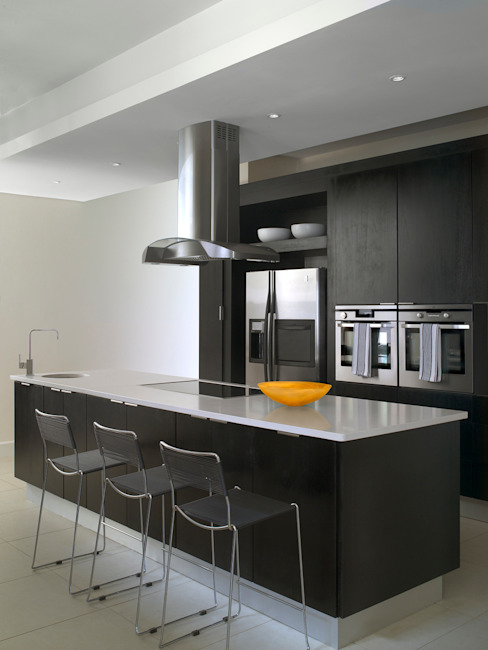Cocinas de estilo moderno de Deborah Garth Interior Design International (Pty)Ltd Moderno