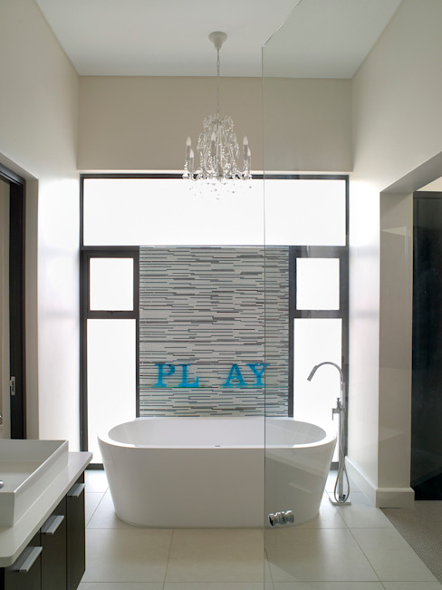 Bathroom ensuite for Bed 1 Modern bathroom by Deborah Garth Interior Design International (Pty)Ltd Modern
