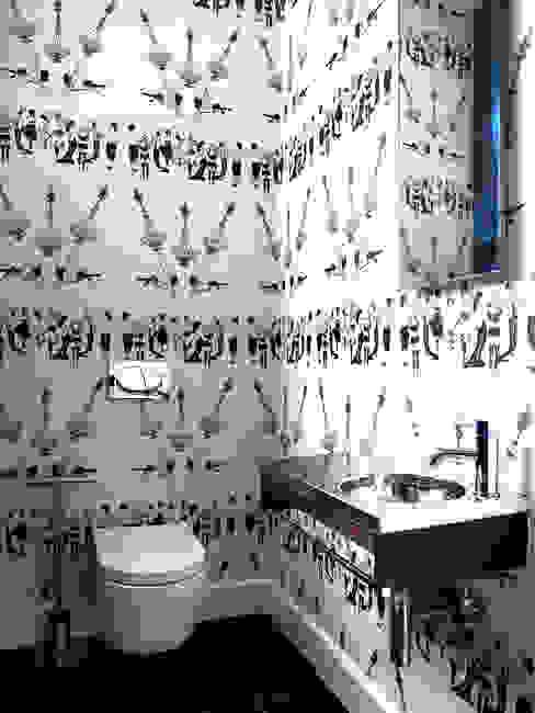 Guest W.C:  Bathroom by Deborah Garth Interior Design International (Pty)Ltd,