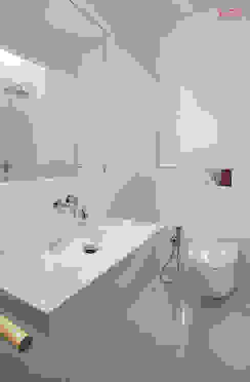 Baños minimalistas de B.loft Minimalista