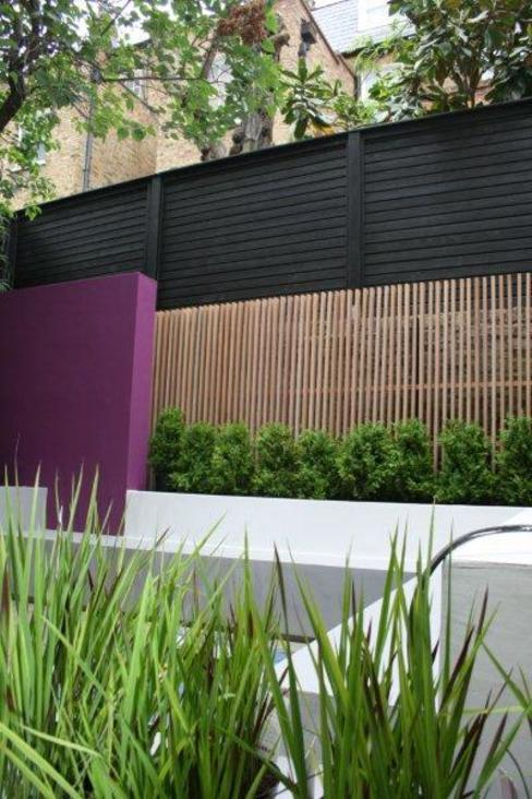 Bold Contemporary Chelsea Garden Modern style gardens by GreenlinesDesign Ltd Modern