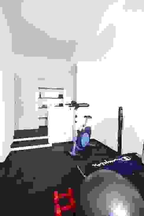 Minimalist style gym by Andrea Orioli Minimalist
