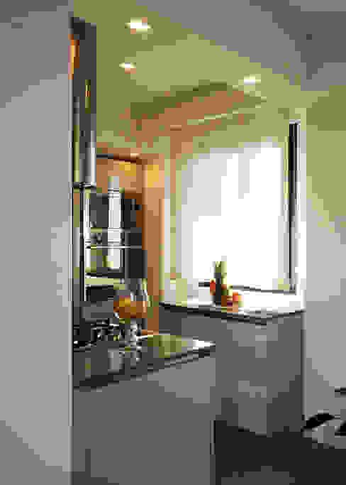 Kitchen by Fabiola Ferrarello architetto,