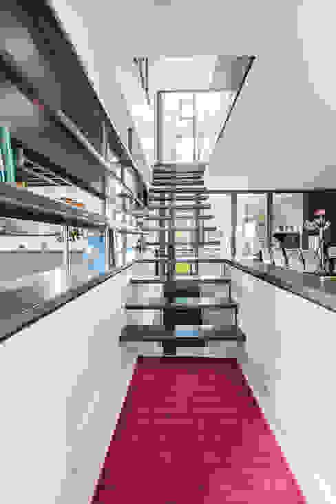 MAISON MAZERES Couloir, entrée, escaliers modernes par Hugues TOURNIER Architecte Moderne