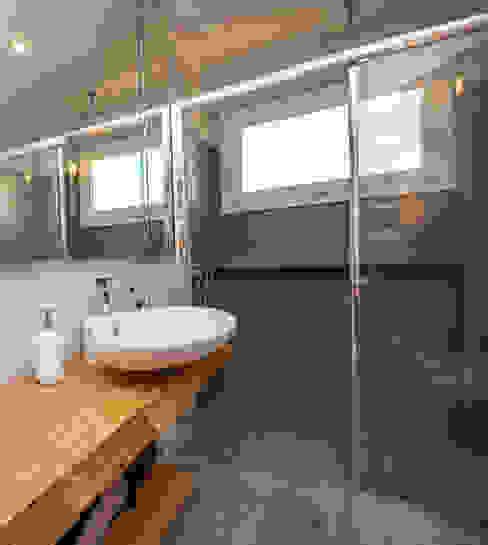 Ristrutturazione appartamento 50 mq Fabiola Ferrarello Modern style bathrooms Concrete Grey