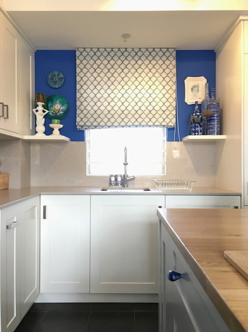 Studio Apartment Trinity Gardens:  Kitchen by The Painted Door Design Company,