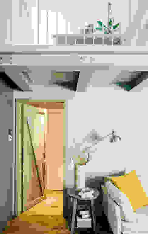CASA T Soggiorno moderno di Studio Perini Architetture Moderno