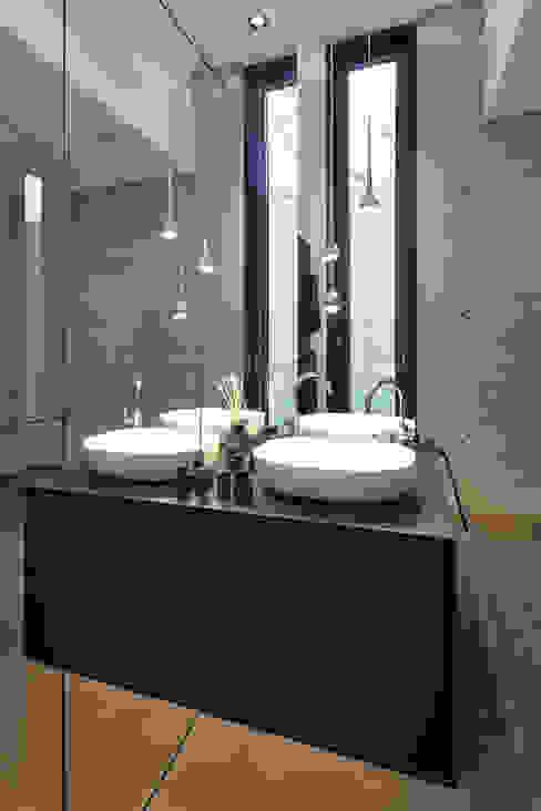 Moderne badkamers van Lioba Schneider Modern