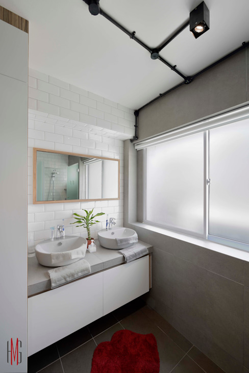 Modern Scandinavian HDB Apartment:  Bathroom by HMG Design Studio,