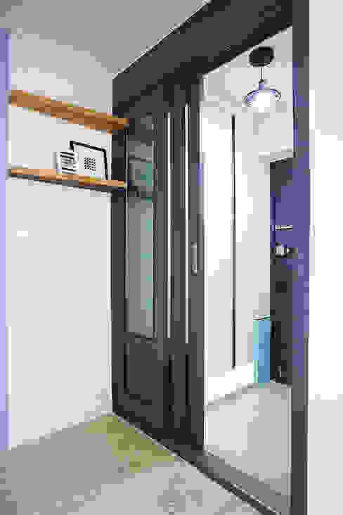 Koridor dan lorong oleh homify, Skandinavia