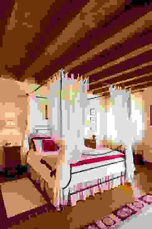 Bedroom by STUDIO CERON & CERON,