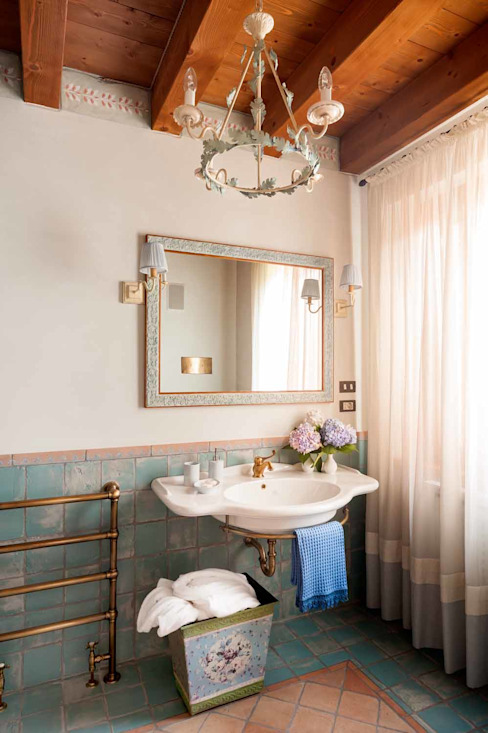 Classic style bathroom by STUDIO CERON & CERON Classic