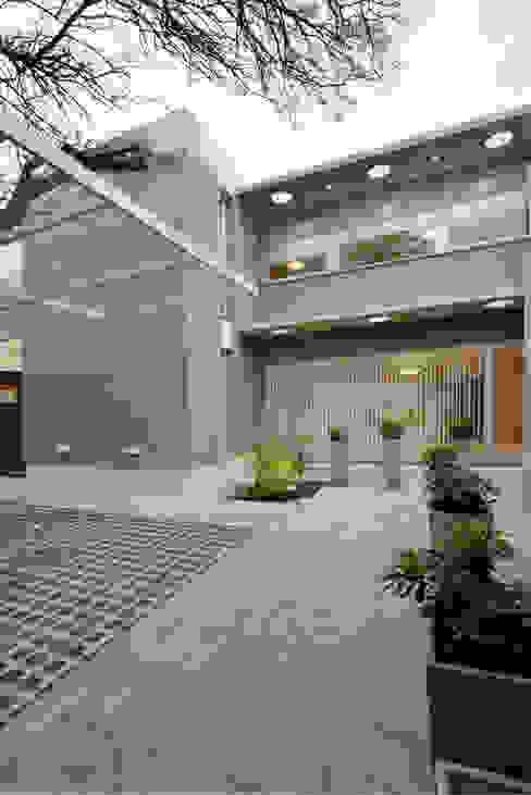 Casas estilo moderno: ideas, arquitectura e imágenes de BSBarqs. Moderno