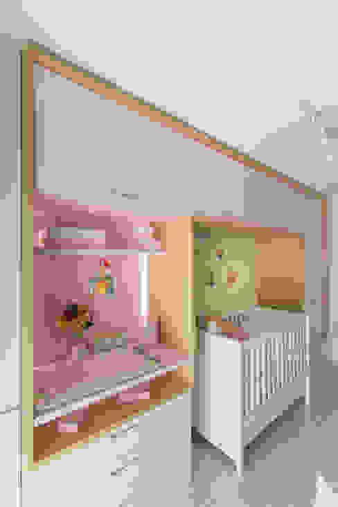 AFN | Dormitório de Bebê Kali Arquitetura Quarto infantil moderno