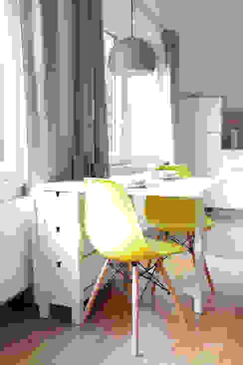 Studio Dooie Modern dining room Yellow