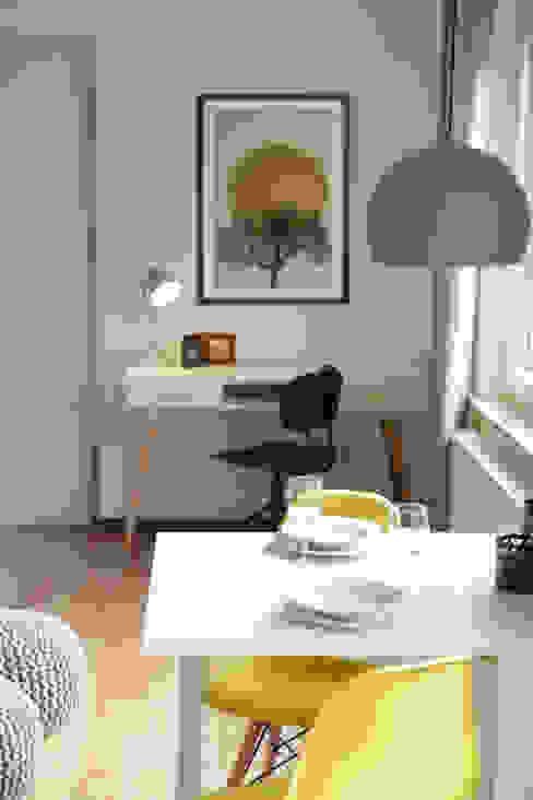 Studio Dooie Modern study/office Yellow