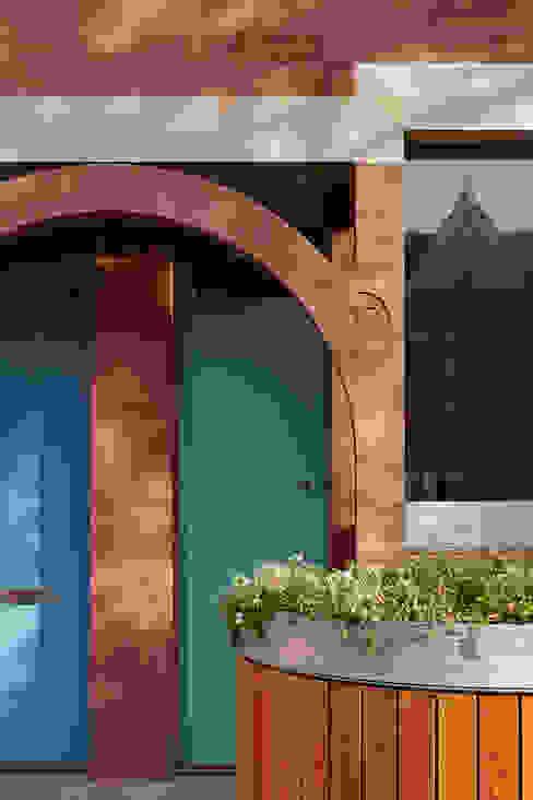 London Brownstones:  Windows  by Knox Bhavan Architects ,